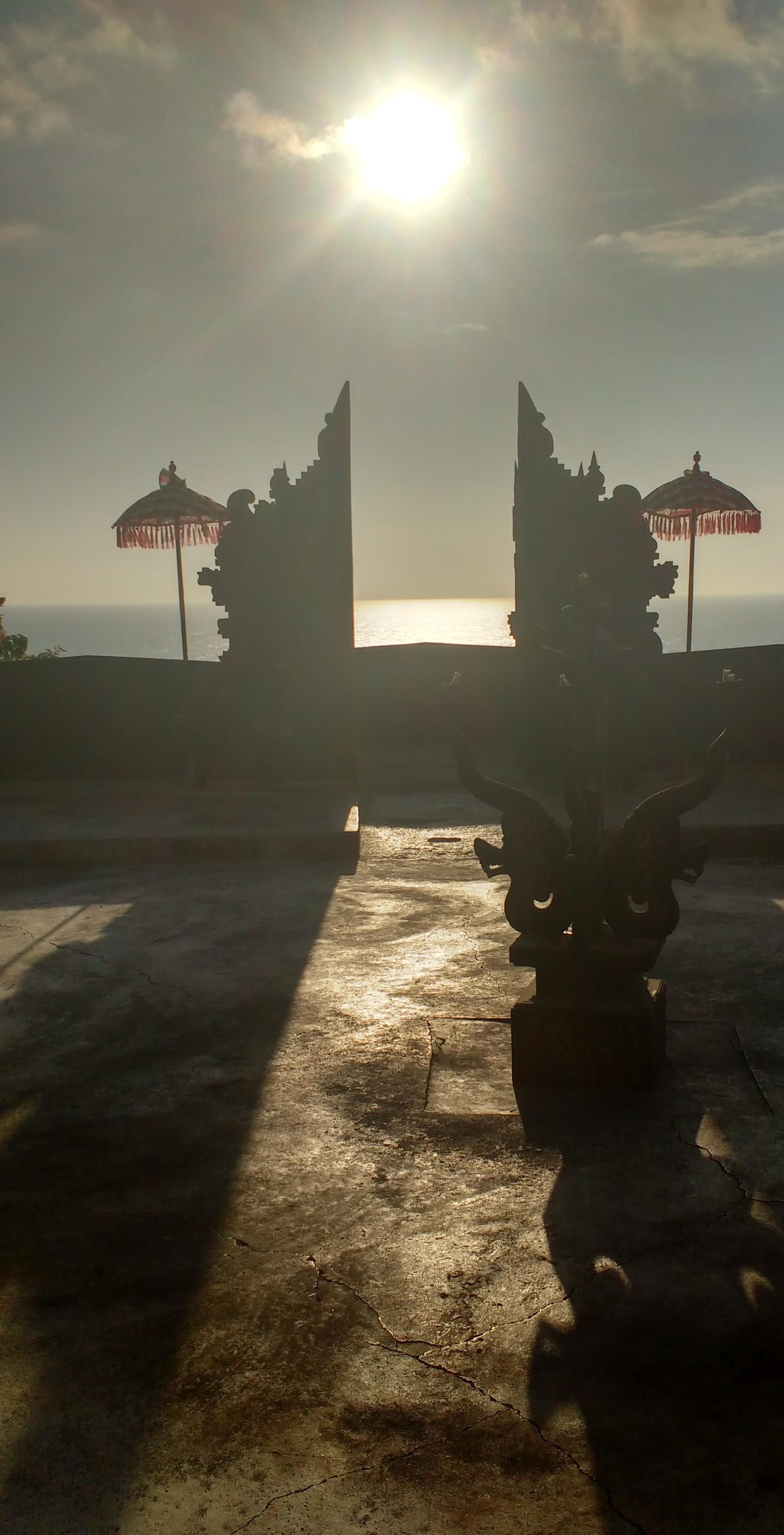 ഉലുവട്ടുവിലെ കെച്ചക് നൃത്തവേദിയിലെ കവാടം